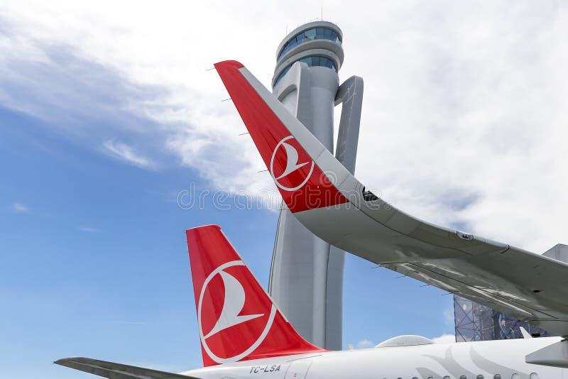 Turkish Airlines-Vliegtuig in de Nieuwe Luchthaven van Istanboel royalty-vrije stock afbeeldingen