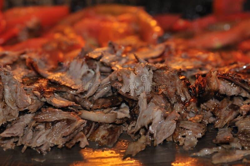 turkish kebab doner зажаренный в духовке мясом стоковые изображения