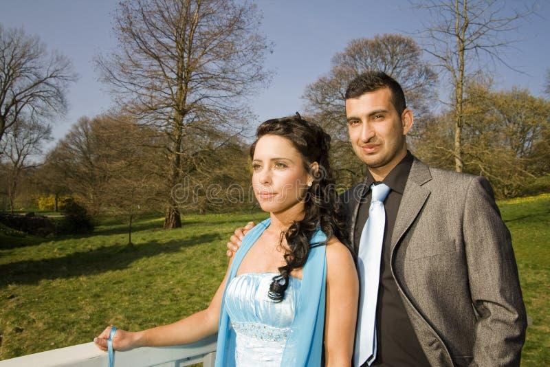 Turkisk ethnische Verpflichtungs-Hochzeitspaare lizenzfreie stockbilder