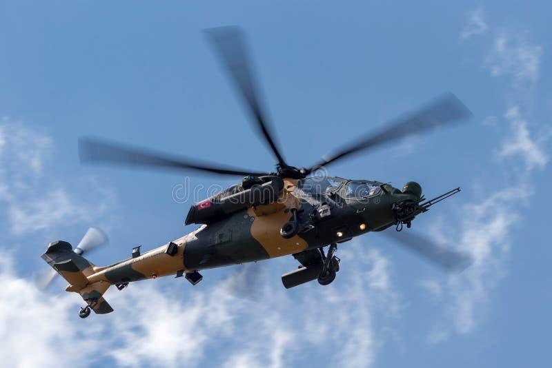 Turkisk för ¼rk för armé TÃ för Kara Kuvvetleri TAI AgustaWestland T129 ATAK helikopter attack fotografering för bildbyråer