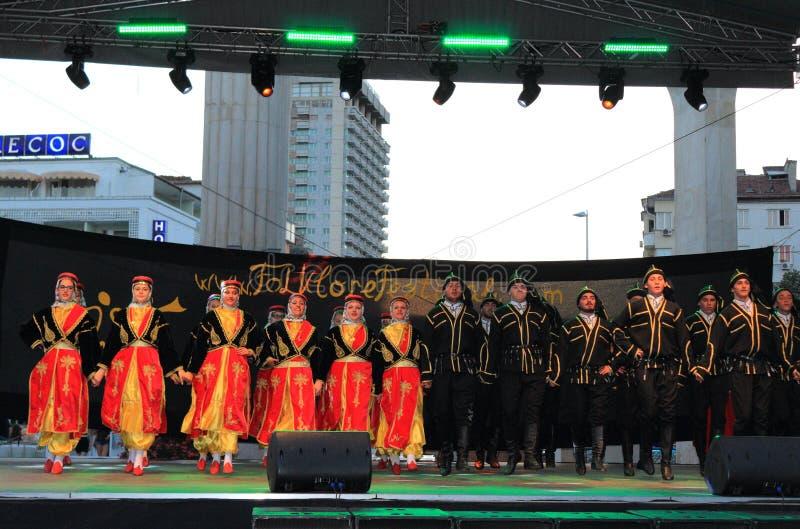Turkisk för gruppetapp för traditionell dans kapacitet arkivfoton