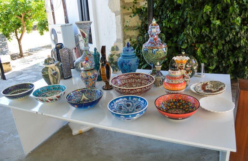 Turkisk handgjord keramik nära Kusadasi royaltyfria foton