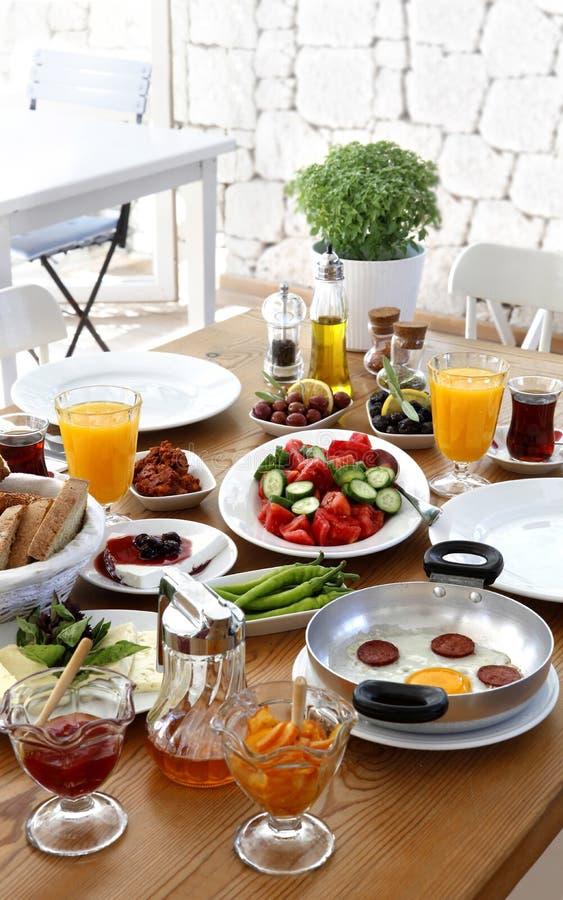 Turkisk traditionell frukost arkivbild