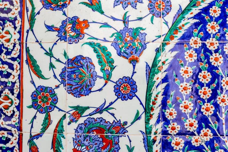 Turkiska blåa tegelplattor arkivfoto