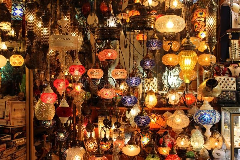 Turkiska lampor, storslagen basar, Istanbul, Turkiet royaltyfria foton