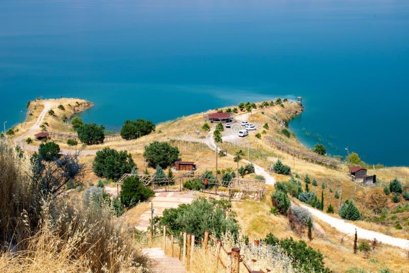 Turkiskt Adiyaman, 26 Juni, - 2019: Gazihandede picknickområde royaltyfria foton