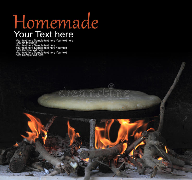Turkiskt hemlagat bakat bröd royaltyfri fotografi