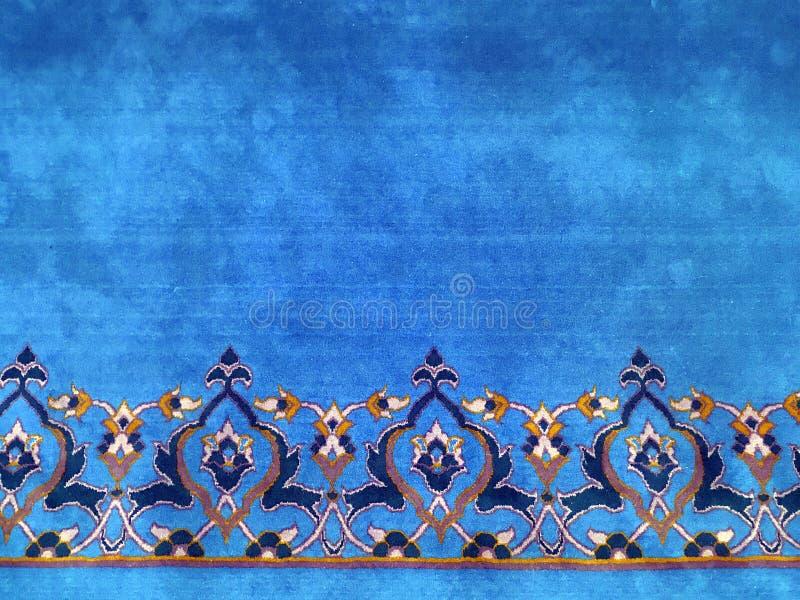 Turkiskt islamiskt mattfragment med blom- garneringar f?r rumistil royaltyfria foton