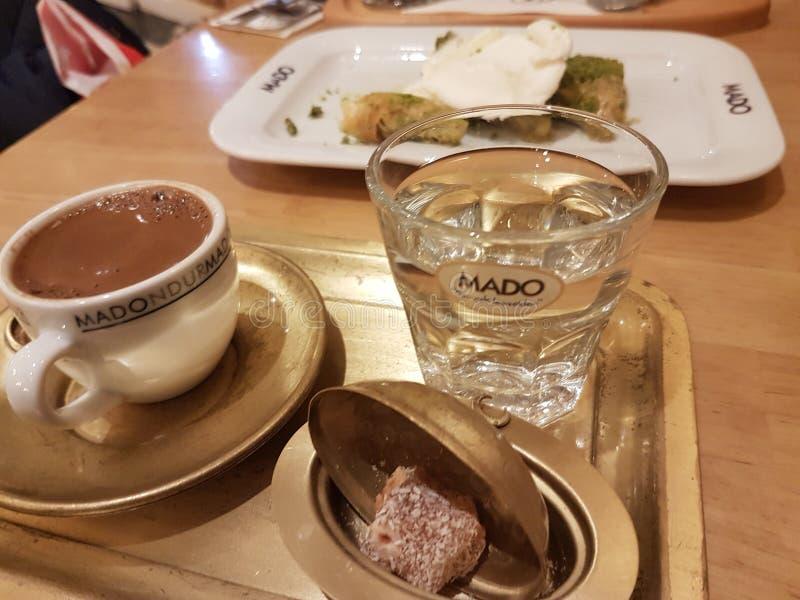 turkiskt kaffe gläder traditionellt kaffe royaltyfria foton