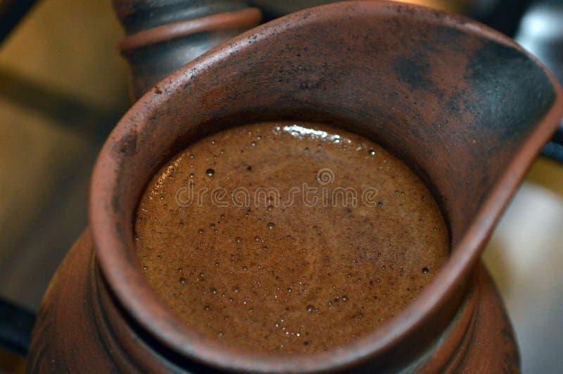 Turkiskt kaffe i cezve royaltyfri foto