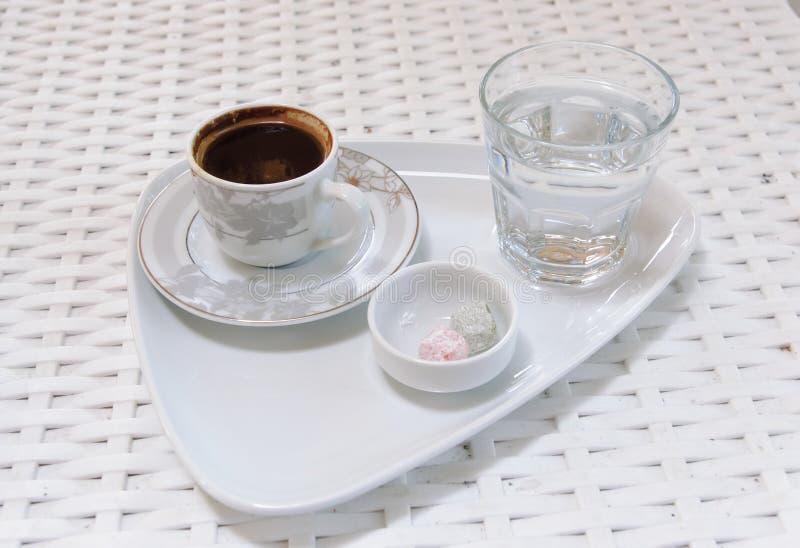 Turkiskt kaffe och vatten arkivbild