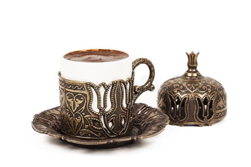 Turkiskt kaffe på vit bakgrund arkivbilder