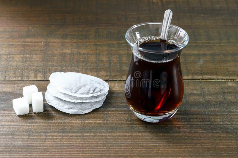 Turkiskt te p? tr? fotografering för bildbyråer