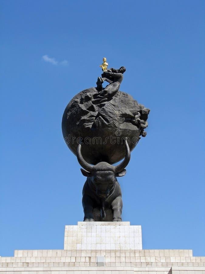 Turkmenistan - monument och byggnader av Ashgabat royaltyfri foto
