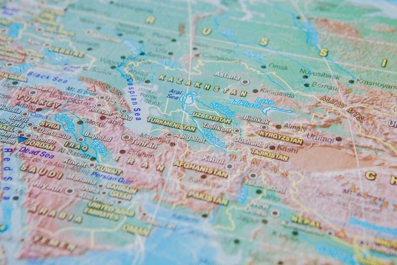 Turkmenistan, Usbekistan, Kirgisistan im Abschluss oben auf der Karte Fokus auf dem Namen des Landes Vignettierungseffekt lizenzfreie stockfotos