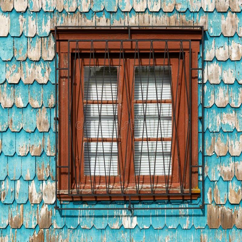 Turkoois Larikshout die met Venster, Chili Commissie stock afbeeldingen