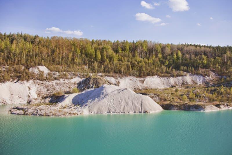 Turkoois steengroevelandschap in Volkovysk Wit-Rusland royalty-vrije stock fotografie
