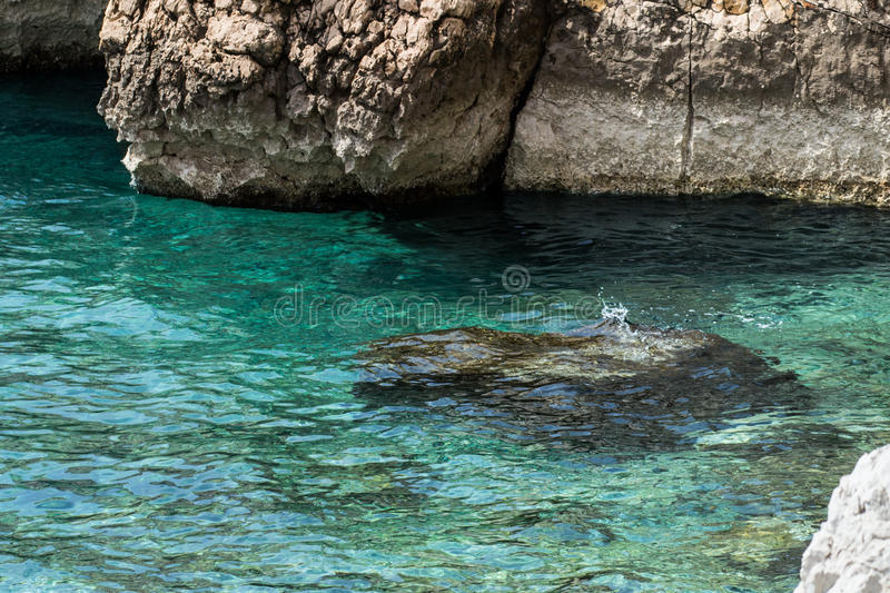 Turkooise overzees, schoon duidelijk water royalty-vrije stock fotografie