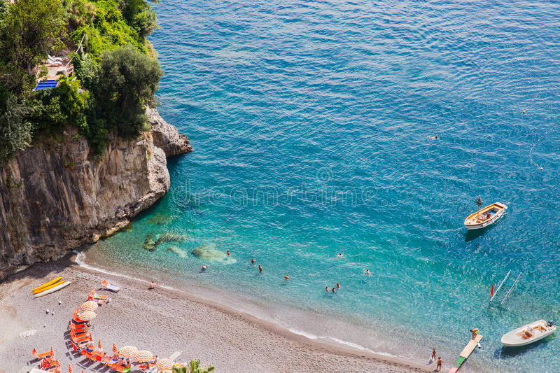 Turkooise wateren van Arienzo-strand, dichtbij Positano, Amalfi Kust, Italië stock foto