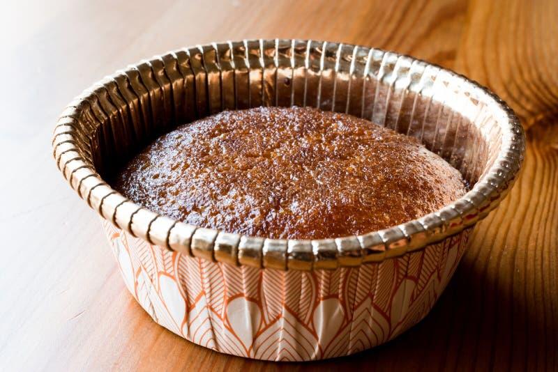 Turks Dessert Revani met Sorbet en Oranje Aroma stock fotografie