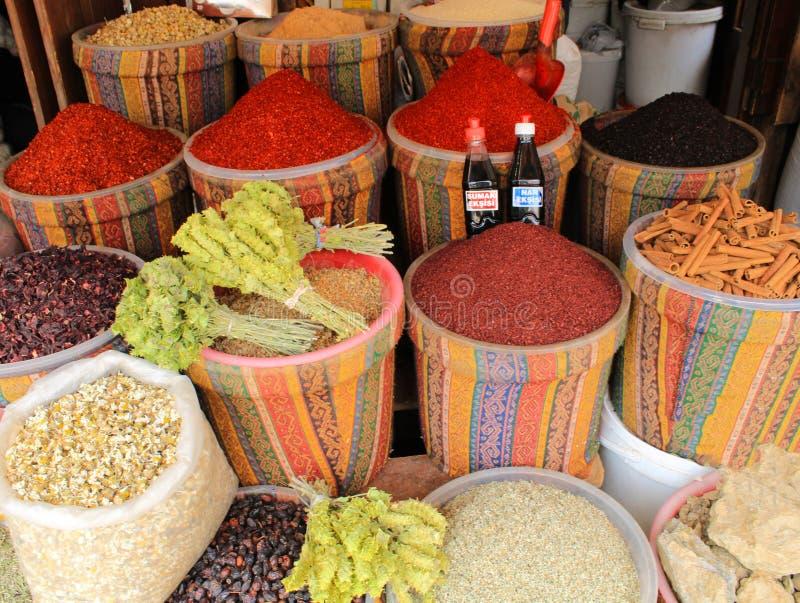 Turks, Gaziantep, 24 Juni, - 2019: Historische Grote bazaarproducten stock foto