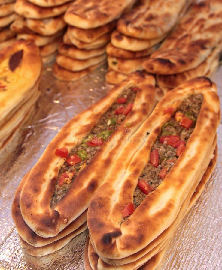 Turks pizza of vleespitabroodje Lahmacun - Etli pide royalty-vrije stock foto's
