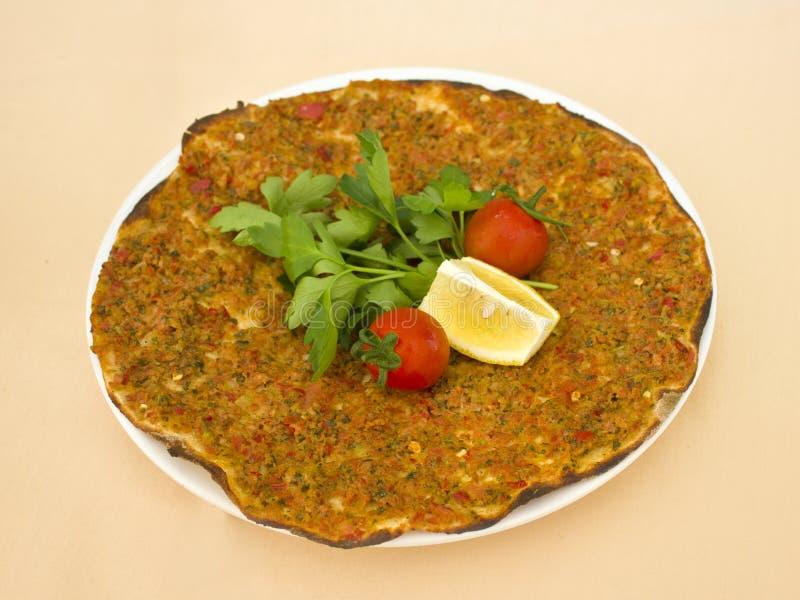 Turks tortillapitabroodje met gehakt en kruiden, verfraaid verstand stock afbeelding
