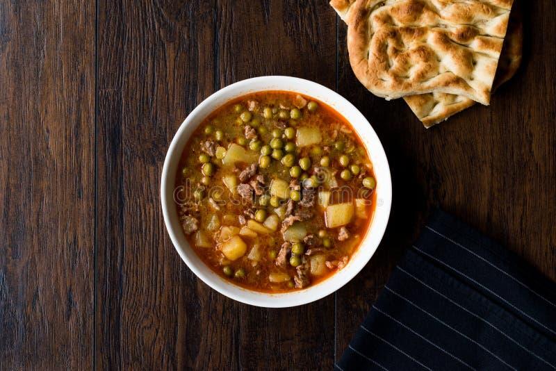 Turks Voedsel Vlezig Groen Pea Stew/Gestoofd Vlees Etli Bezelye royalty-vrije stock foto