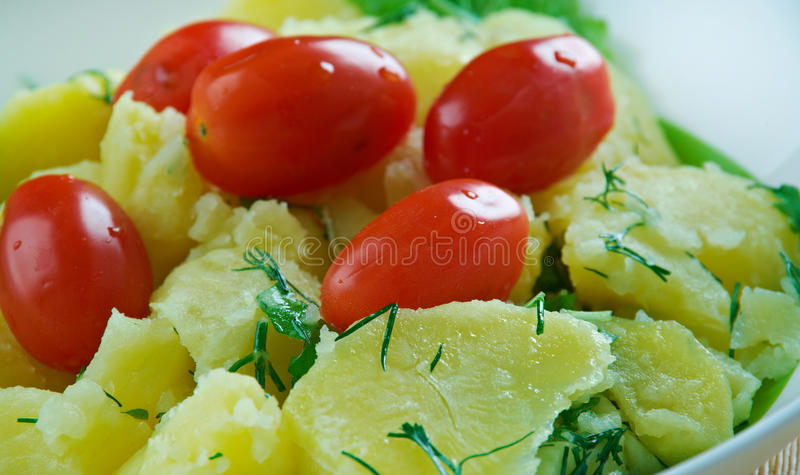 "Turkse Aardappelsalade †""Patates Salatası stock afbeelding"