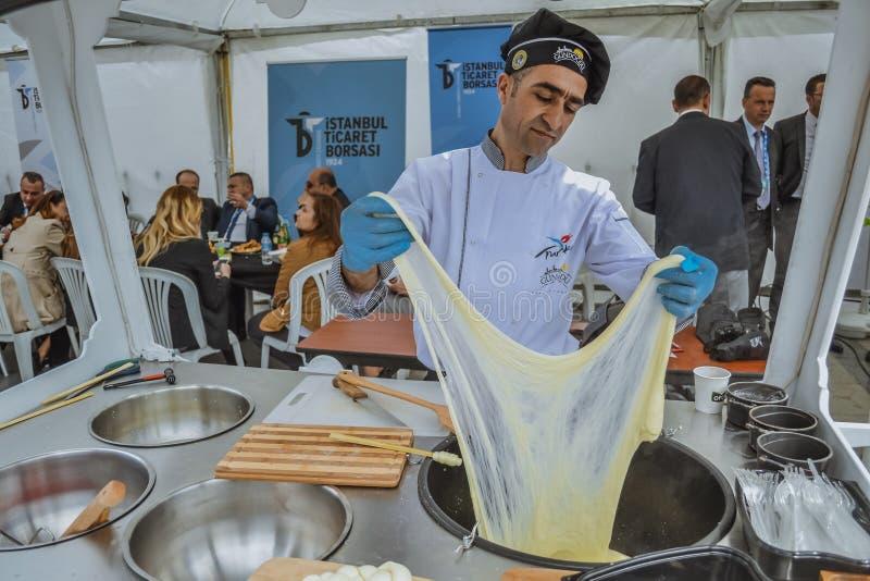 Turkse arbeider in restaurant royalty-vrije stock foto's