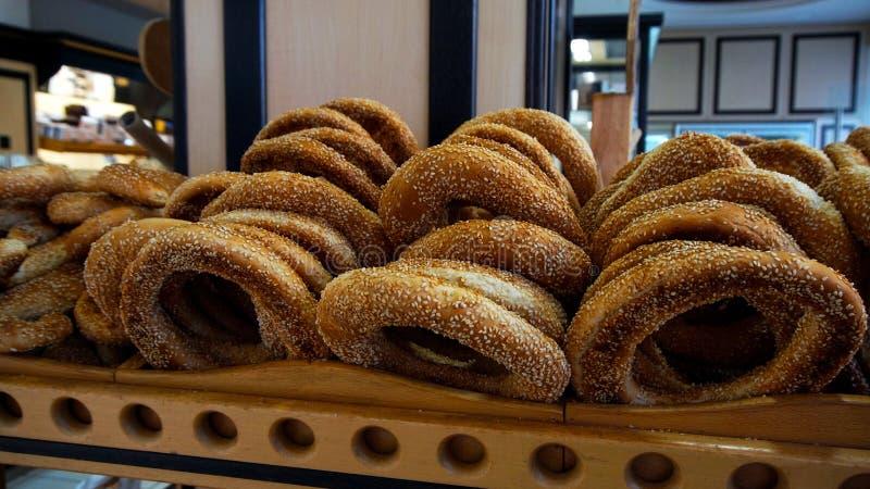Turkse bagel met sesam stock afbeeldingen