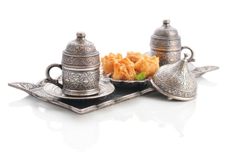Turkse baklava met koffie stock foto's