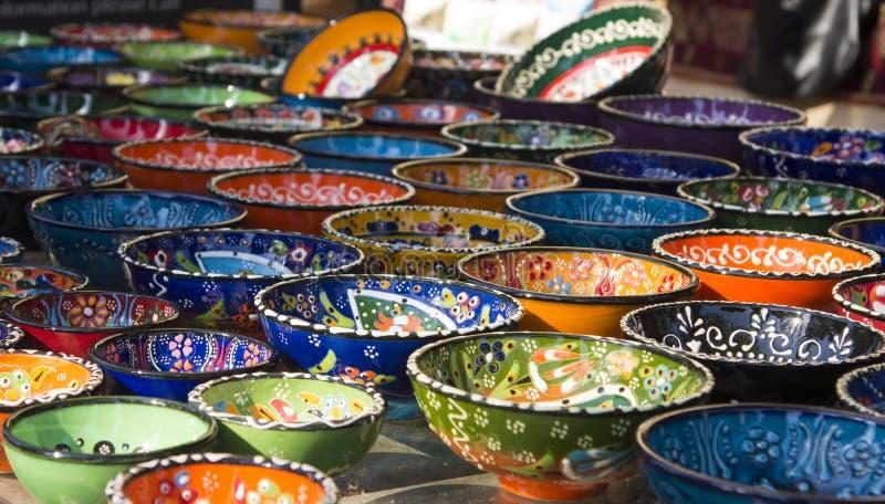 Turkse ceramische platen bij grote bazar stock fotografie