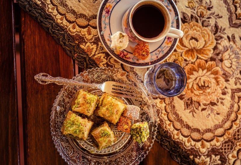 Turkse koffie, baklava en verrukking stock afbeelding