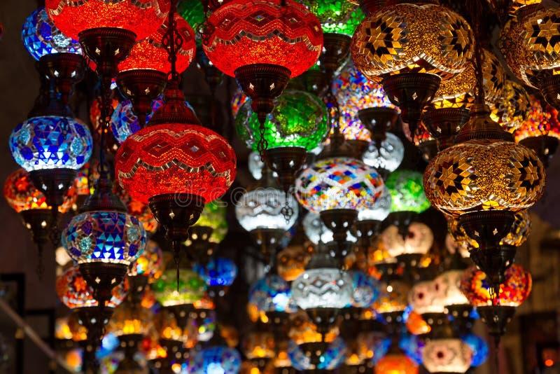 Turkse lampen in giftwinkels royalty-vrije stock afbeeldingen