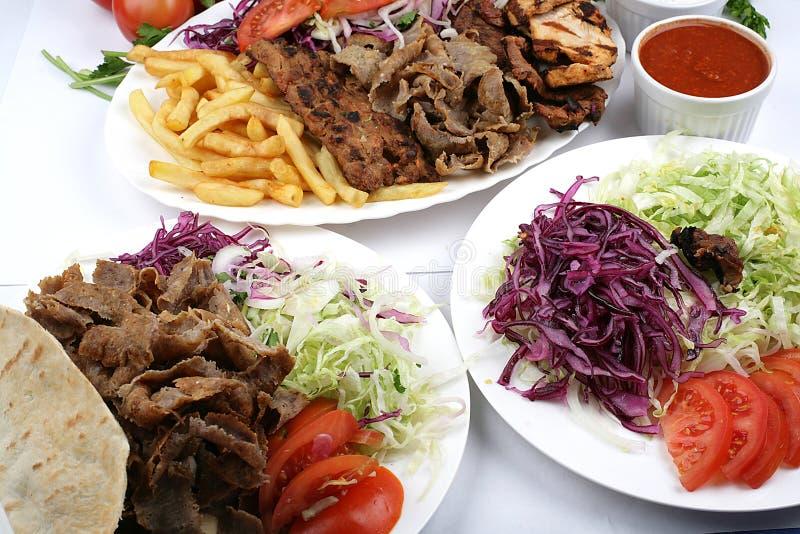 Turkse Mengeling kebab en salade royalty-vrije stock afbeeldingen