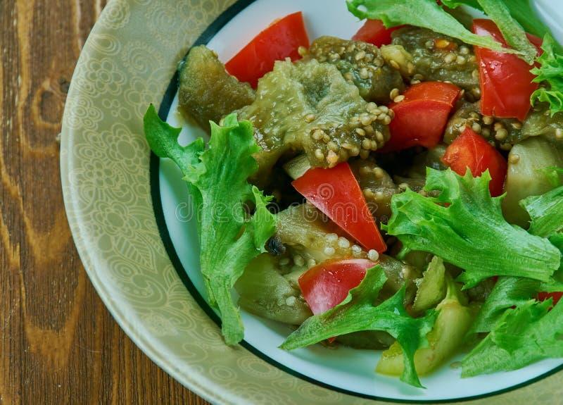 Turkse salade met aubergine stock foto's