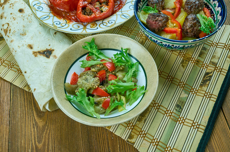 Turkse salade met aubergine royalty-vrije stock afbeeldingen