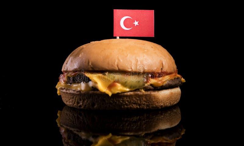 Turkse vlag bovenop hamburger op zwarte royalty-vrije stock foto
