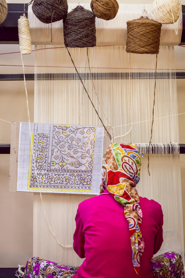 Turkse Vrouw bij Weefgetouw royalty-vrije stock fotografie