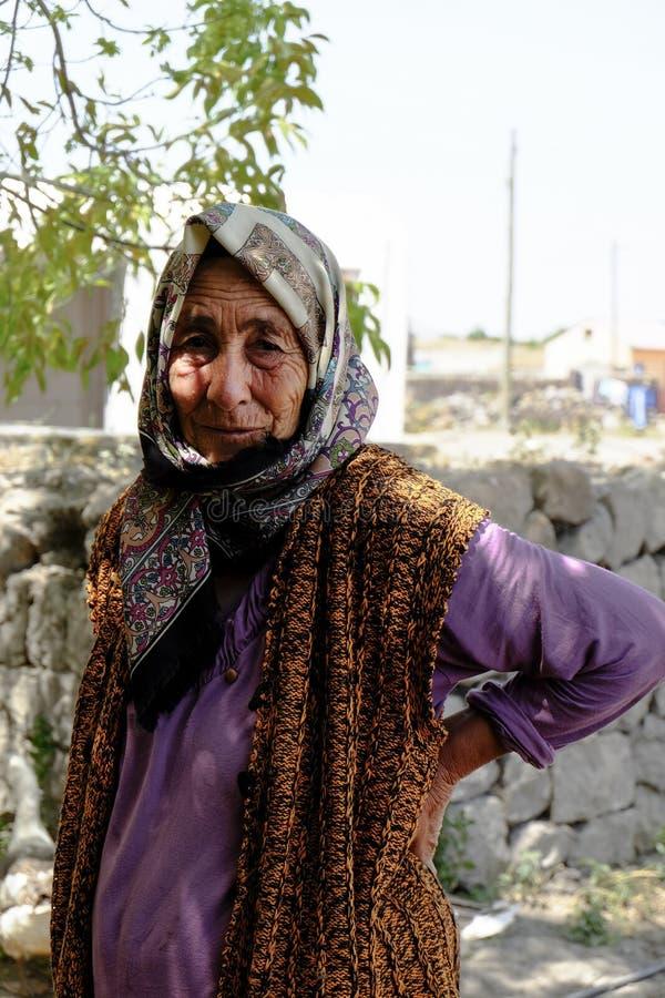 Turkse vrouw in typische kleren stock afbeelding