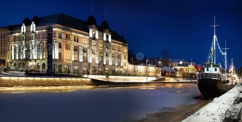 Turku, Finlandia, 24 2 2018 Argine dell'aura del fiume su una vittoria immagini stock