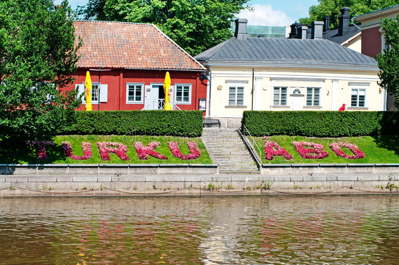 Turku, Finlandia Argine dell'aura del fiume un giorno di estate fotografie stock libere da diritti