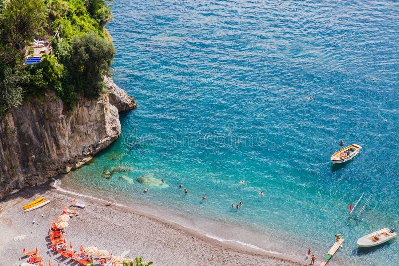 Turkus nawadnia Arienzo plaża, blisko Positano, Amalfi wybrzeże, Włochy zdjęcie stock