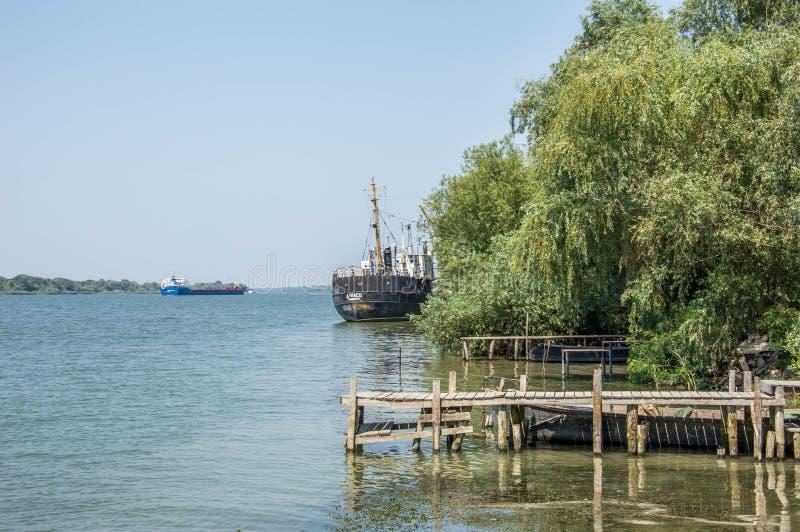Turkusowa błękitne wody Danube rzeka obraz royalty free