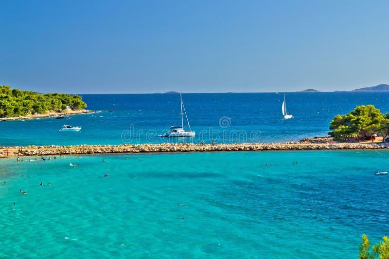 Turkusowa chorwaci plaża na Murter wyspie fotografia stock