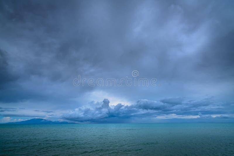 Turkusowe wody morskie jak widzieć od Tsilivi plaży fotografia stock