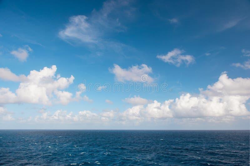 Turkusowej wody morskiej niebieskiego nieba natury perfect krajobraz zdjęcie royalty free