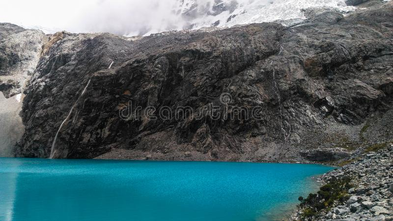 Turkusowy jeziorny Laguna 69 lokalizować w Białym Cordillera w Peru zdjęcie royalty free