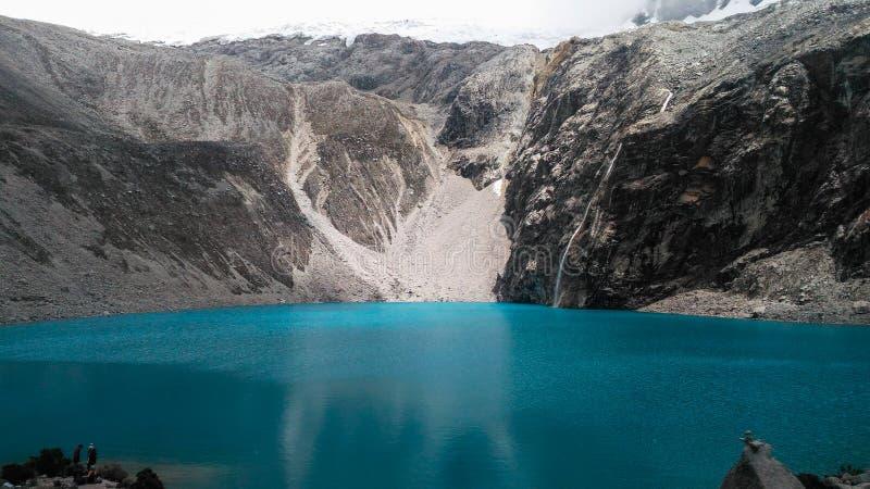 Turkusowy jeziorny Laguna 69 lokalizować w Białym Cordillera w Peru fotografia stock